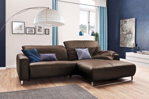 KAWOLA Sofa YORK Leder Life-line praline Recamiere rechts Fuß Metall Chrom matt