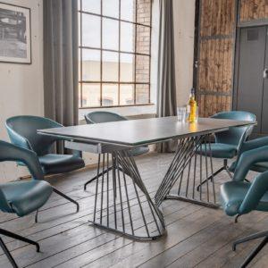 KAWOLA Essgruppe 9-Teilig Tisch ELOISE dunkelgrau mit 8x Stuhl SWIRL Kunstleder blau